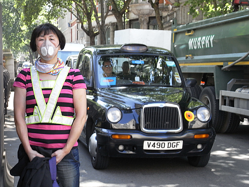 Martie use her Totobobo mask for cycling in London traffic